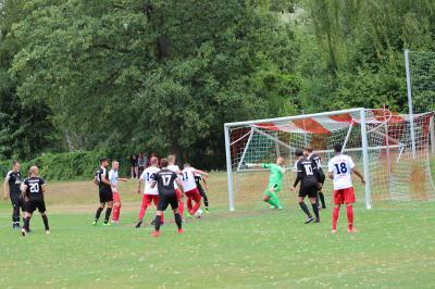 Foto zur Meldung: + + + Fußball Landesliga West 1. Spieltag + + +