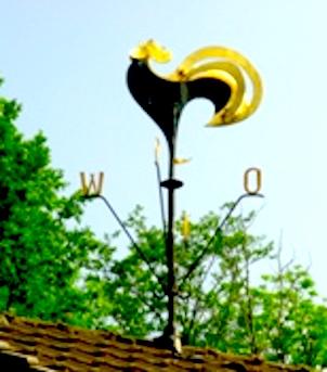 Vorschaubild zur Meldung: Wetterhahn auf dem Heimathaus