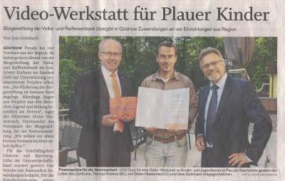 Foto zur Meldung: Bürgerstiftung der Volks- und Raiffeisenbank spendet 1000 € für Video-Werkstatt im KiJuZ
