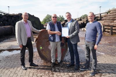 Foto zu Meldung: Furniere aus Falkenhagen: Seit 25 Jahren erfolgreich am Markt