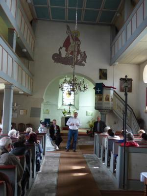 Seniorenrundfahrt 2017: Besichtigung der Kirche im Ortsteil Pfersdorf