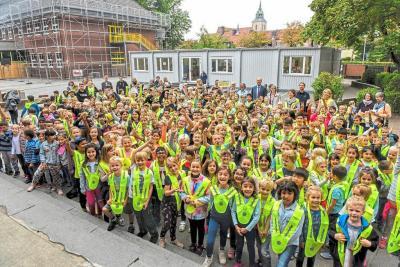 Vorschaubild zur Meldung: Eine ganze Schule sieht Gelb