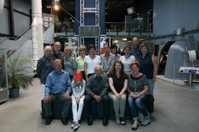 Foto zur Meldung: Das Team der SJG mit Sigmund Jähn im Vogtland