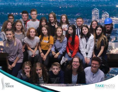 Gruppenfoto am Sky-Tower in Breslau