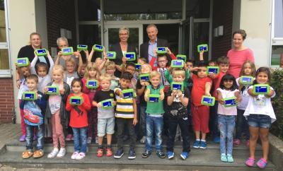 Foto zur Meldung: innogy überrascht Erstklässler in Holzwickede zum Schulstart