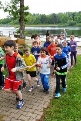 Foto zur Meldung: Rund um den Keller See - Laufabzeichen der Klassen 3 und 4