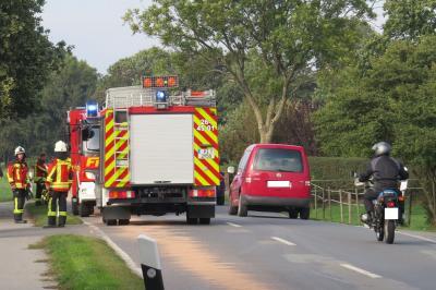 Einsatz: Abstreuen einer Ölspur durch die Feuerwehr Seester
