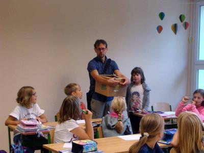 Foto zur Meldung: Täglich einen Apfel für die Schulkinder