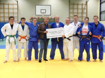 Foto zur Meldung: Judosparte spendet für den Neubau der Gymnastikhalle