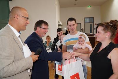 Foto zu Meldung: Stadt Pritzwalk hieß 18 neue Erdenbürger beim Baby-Begrüßungsfrühstück willkommen