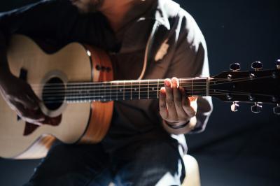 Foto zur Meldung: Gitarre spielen neu Donnerstagabend