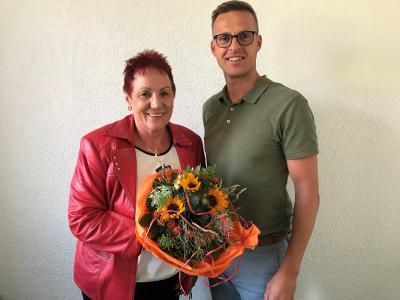 Bürgermeister Holger Bezold hieß die Versichertenberaterin Christine Bauer im Dormitzer Rathaus offiziell willkommen.