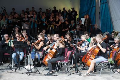 Musikalisches Spektakel Open-Air im Schlosspark Meyenburg. Foto: Gerlind Bensler