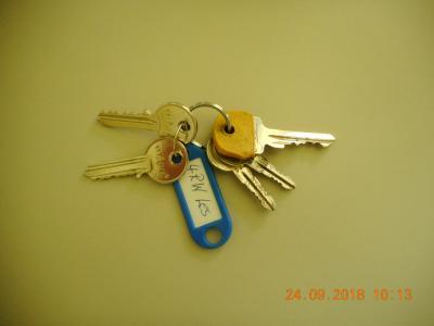 """1 Schlüsselbund mit 5 Schlüsselnund Anhänger mit Aufschrift """"4 RW Les"""""""