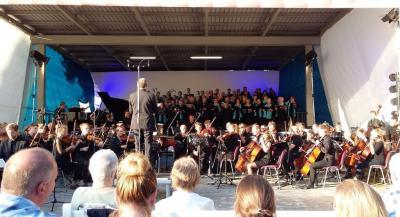 Foto zu Meldung: CARMINA BURANA - Konzert im Schlosspark Meyenburg