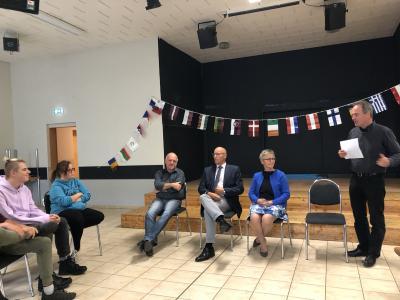 Foto zur Meldung: Diskussion mit Jugendlichen über die  Zukunft in Europa