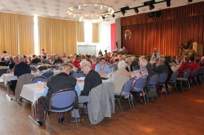 Seniorinnen und Senioren stehen im Mittelpunkt. Am 13. Oktober ab 14:30 Uhr findet der nächste Seniorennachmittag der Stadt Sontra im Bürgerhaus statt.