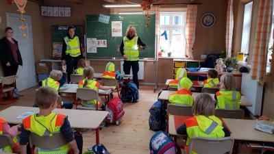Vorschaubild zur Meldung: Warnwesten für alle Schüler der 1. Klasse