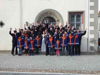 Gruppenbild vor dem Rathaus in Niemegk