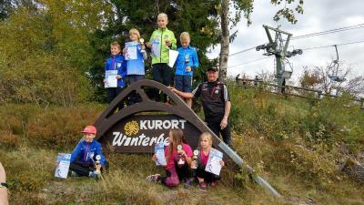 Foto zur Meldung: Podestränge beim Warsteiner-Pokalsprunglauf in Winterberg