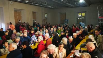 Vorschaubild zur Meldung: 500 Gäste beim Rohbaufest auf Schloss Wächtersbach