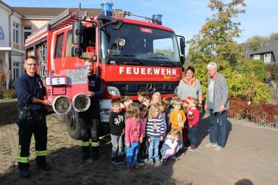 Foto zur Meldung: Hurra, hurra die Feuerwehr war da - Projekt der Kita Seegefelder Strolche rund um die Feuerwehr
