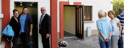 Viola Reisiger vom Baumamt, Gerd Mansel vom Amt für Landentwicklung und Flurneuordnung und Heinz Klügel von links) am Aufzug. Foto: Marcel Hilbert