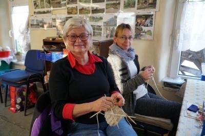 Foto zur Meldung: Spenden erbeten: Verein strickt für Frank Zanders Obdachlosenfest