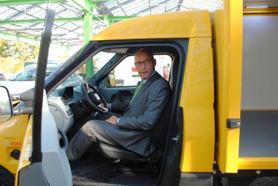 Foto zur Meldung: Post kommt jetzt ganz leise: 15 Elektroautos in Betrieb genommen