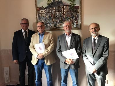 von links: Bürgermeister Bernd Heine, Egon Abeling, Helmut Kolmer, Reinhard Grün stellv. Direktor des AG Wetzlar