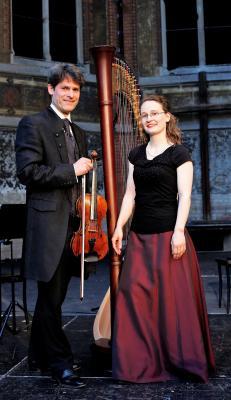 Vorschaubild zur Meldung: Klassisches Konzert zur Weihnachtszeit auf Schloss Hirschstein – Konzert mit Harfe und Violine