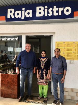 Bürgermeister Volker Haupt und Familie Joginder Singh