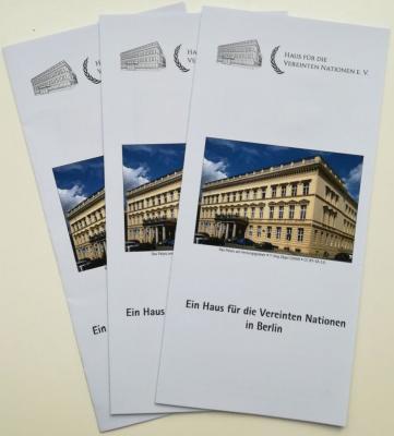 """Faltblatt """"Ein Haus für die Vereinten Nationen in Berlin"""""""