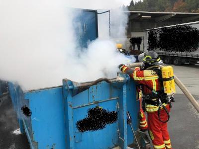 Vorschaubild zur Meldung: EINSATZ: Brand einer Müllpresse