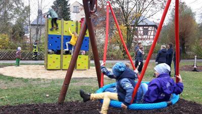 Vorschaubild zur Meldung: Neue Spielgeräte für den Rodewischer Stadtpark