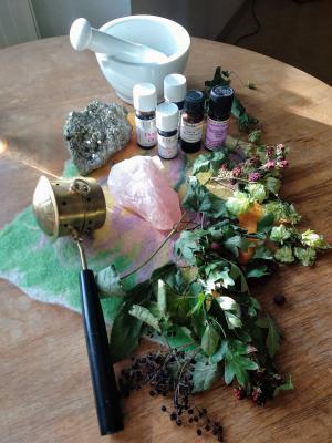 Foto zur Meldung: Kräutertees und ätherische Öle für die kalte Jahreszeit.