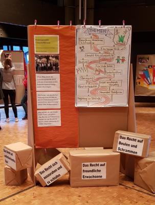 Am 23. Oktober stellten im Bürgerhaus Bischofsheim alle städtischen Erzieherinnen und Erzieher sowie die Maintaler Tagesmütter ihre Themen, Inhalte und Ergebnisse der diesjährigen Fortbildungswoche vor.
