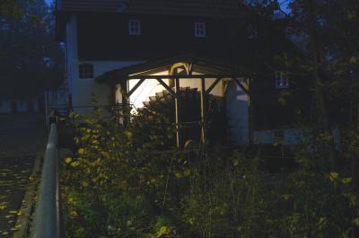 Foto zur Meldung: Mühlenrad beleuchtet