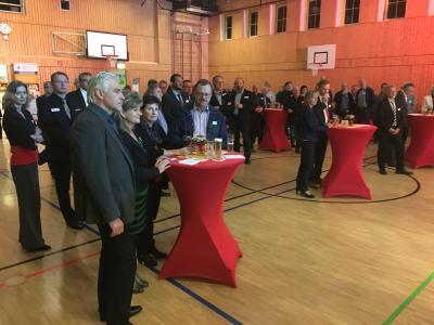 Rund 120 Gäste konnte Bürgermeister Werner Suchner beim Treffen der Wirtschaft in der Stadthalle begrüßen. Foto: LR/Hofmann