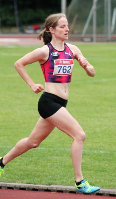 Foto zur Meldung: Sarah Valder gewinnt Bensberger Martinilauf