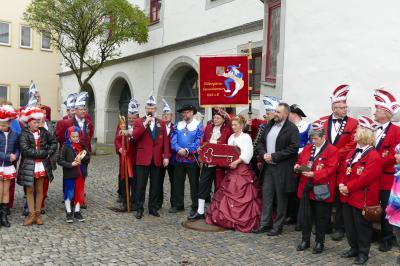 Symbolische Schlüsselübergabe durch Bürgermeister Holger Obst: Silvio Bastigkeit eröffnet die Karnevalssaison