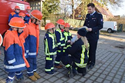 Foto zur Meldung: Abnahme der Kinder - und Jugendflamme in Quitzow