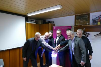 Vorschaubild zur Meldung: Glasfasernetz geht jetzt Schritt für Schritt in Betrieb:  Hildburghausen auf der Überholspur