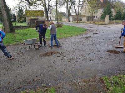 Foto zur Meldung: Herbstputz in Nonnendorf
