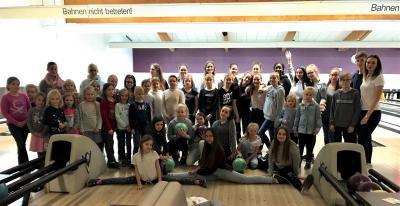 Vorschaubild zur Meldung: Kinder- und Jugend-Bowling im SI-Haus