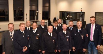 Foto zur Meldung: Landrat verleiht Brandschutzehrenzeichen für 40 Jahre aktiven Dienst