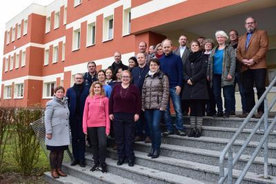 "Mitarbeiter der Musikschule ""Joh. M. Sperger"" gemeinsam mit Landrat Stefan Sternberg (2.v.l.), Foto: Sylvia Wegener"