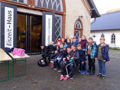 Foto zur Meldung: Besuch des Eiszeithauses