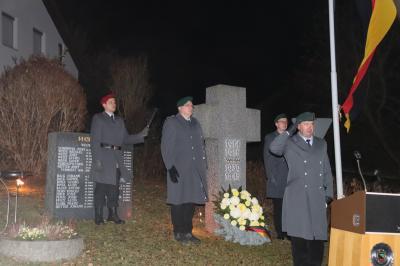 Gedenken am Treffelsteiner Kriegerdenkmal