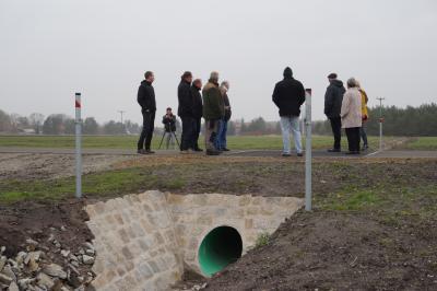 Presserundgang zum Graben am Radweg